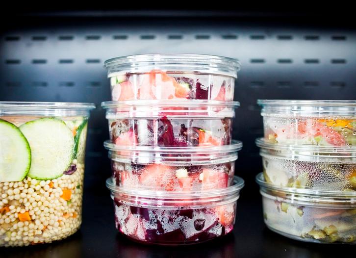Entrées et salades en vitrine