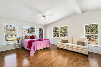 10050 NE Crooked River Master bedroom to
