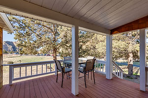 10050 NE Crooked River covered front por