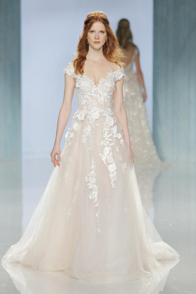 Vestido de Noiva com Flores 3D| Casamento  | Blog de Casamento | Moda Noiva |  Desfiles de Vestidos de Noiva