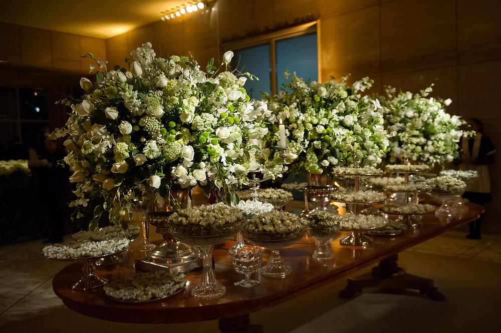 Casamento na Igreja Nossa Senhora do Brasil. Casamento no Jockey Club.