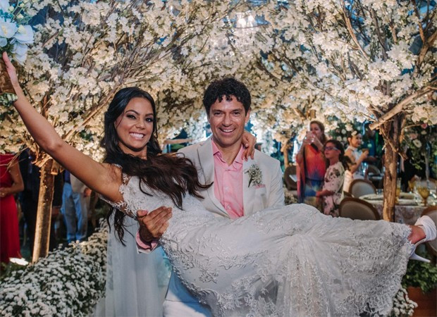 Casamento na Praia: Jorge Vercillo e Martha Suarez