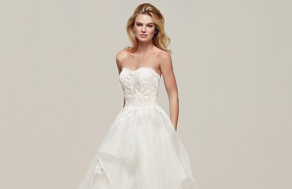 Vestido de Noiva Tomara que Caia | Noiva | Casamento  | Blog de Casamento | Moda Noiva |  Desfiles de Vestidos de Noiva