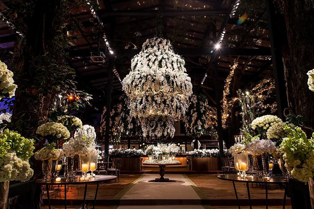 weiße Hochzeitsdekoration