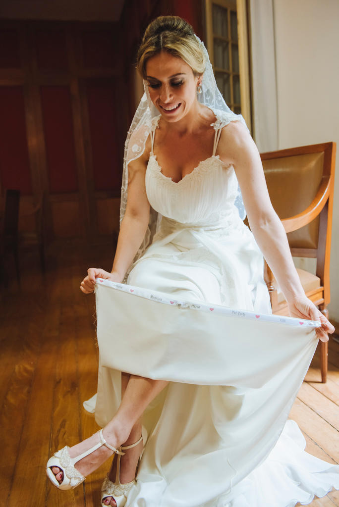 Vestido de Noiva | Nome das Amigas na Barra do Vestido | Casamento | Blog de Casamento | Moda Noiva |  Desfiles de Vestidos de Noiva