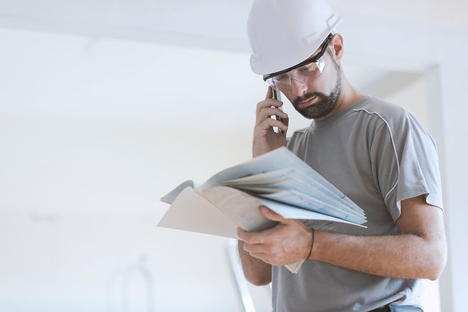 professional-construction-worker-checkin