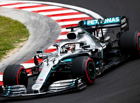 Lewis Hamilton on a right hander 2019
