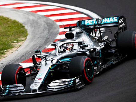 Lewis Hamilton on a right hander 2019