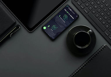 Telefon på bord (mørk).jpg