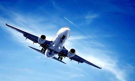 Se o avião perder os dois motores no caso de um bi-motor, ele cai?