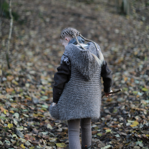 Knitted Hooded Vest for kids. Hipster style. (KNITTING PATTERN) Collecting nature treasures. Happy childhood memories. Sustainable kids fashion. Handmade with love by you.