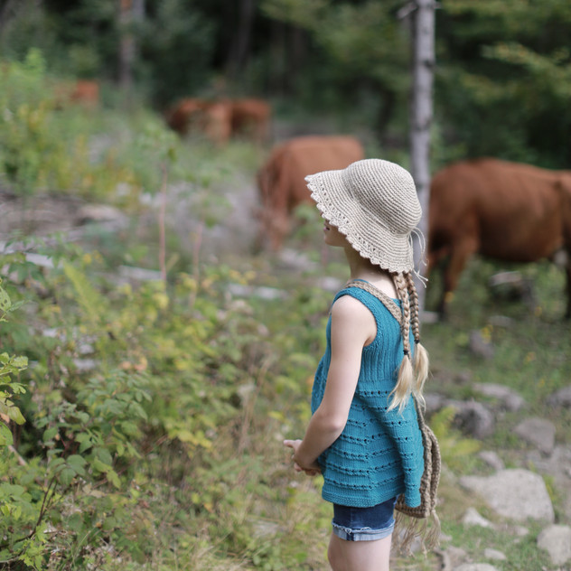 Back to nature. Knitted tunic, crochet hemp hat pictured. Patterns by Prinser & Prinsesser.