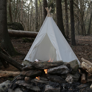 Stor Hipster Tipi (canvas, 5 stenger). Kids forest camp with teepee.