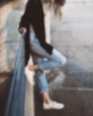 ジープを身に着けている女性