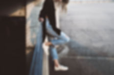 Um, mulher, desgastar, cropped, calças b