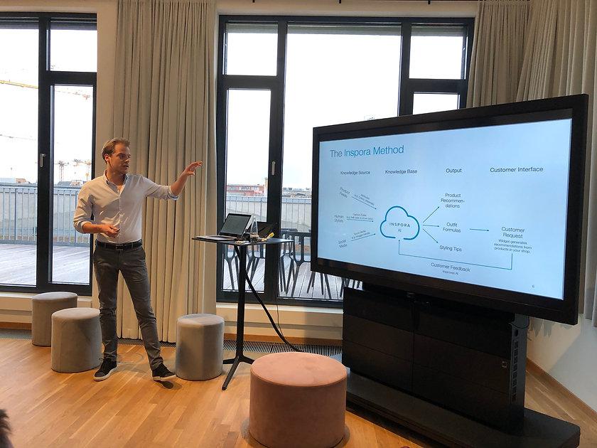 Venture Wizards Startup Beratung und Coaching Willi Ibbeken hält Präsentation über Inspora