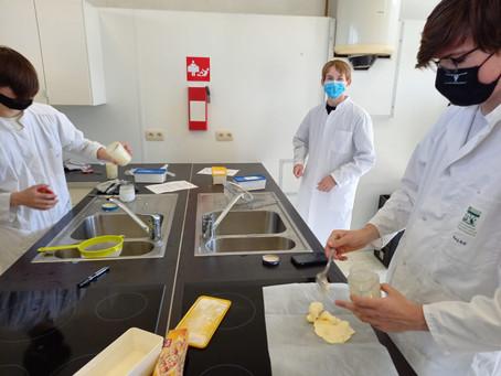 4BTW maakt zelf boter tijdens STEM-project