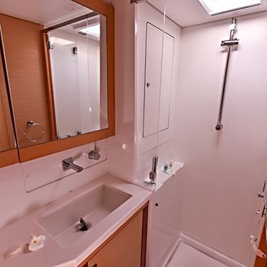 2016822233722255-aug-16-bathroom-and-shower.jpg_big.jpg