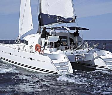 Lagoon_Catamaran_380_sailing4.jpg
