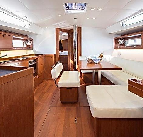yacht_BeneteauOceanis45_Idroussa_16_750.jpg
