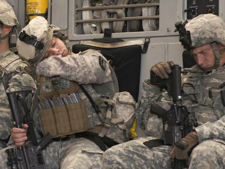 Soffri di insonnia? Prova l'infallibile metodo dei marines per addormentarti in 2 minuti