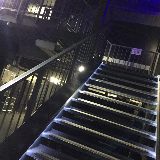 GIGS 楽屋階段