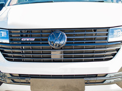 VW-T6.1-CARBON-FRONT-GRILL-WITH-GLOSS-BL