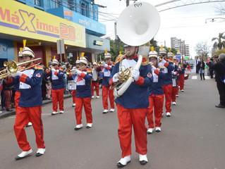 Banda marcial do Colégio Mantovani participa do desfile de 7 de Setembro em Erechim