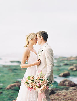 San Deigo Sunset Cliffs Elopement shows coulple with beauitufl lush bridal bouquet down at the tidepools in Point Loma, San Diego.
