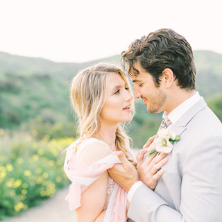 Bride and groom spring elopement photos at Mission Trails in San Diego with cute Spring time boutonniere by San Diego Wedding Florist Le Champagne Projects