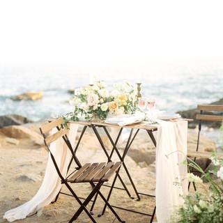 San Diego Wedding florist fine art garden style low bowl blush warm summer palette centerpiece and sustainable foam free growing install