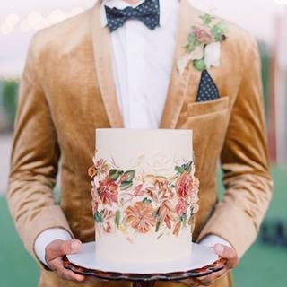 beautiful wedding cake that matches San