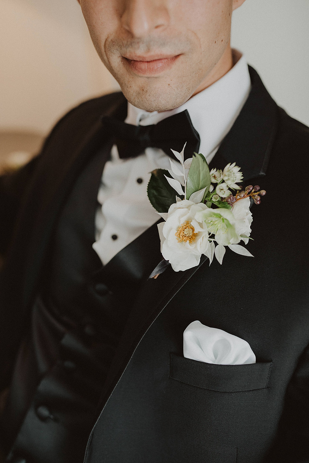 Elegant garden style boutonnière for Black Tie wedding in downtown San Diego. #groomsstyle #boutonnières #boutonniere #groom #blacktux #groomsflowers #blacktiewedding #sandiegoweddingflorist #sandiegoflorist #helleboreboutonniere
