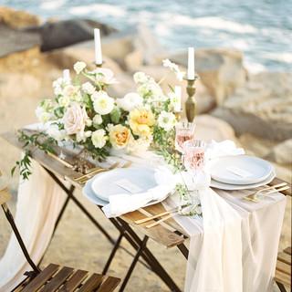 San Diego Wedding florist fine art garden style low bowl blush warm summer palette centerpiece