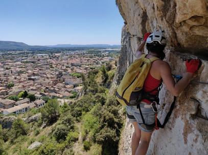 Grimper autour de Cavaillon à 1h de Aix-Marseille. Une Via ferrata pour tous