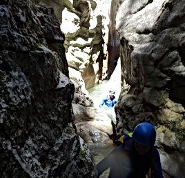 Encaissement au Canyon du Riolan, Canyoning à la Journée, Libertagrimpe