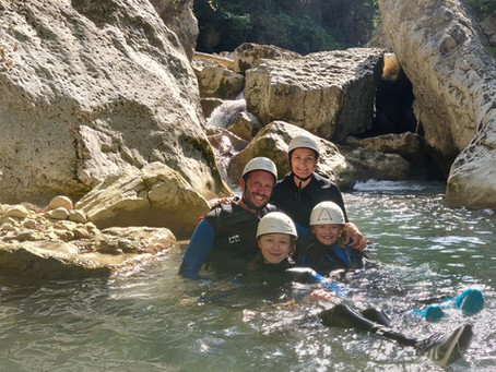 Canyoning familiale autour de Castellane et Nice, Canyon enfants idéal pour les plus jeunes.
