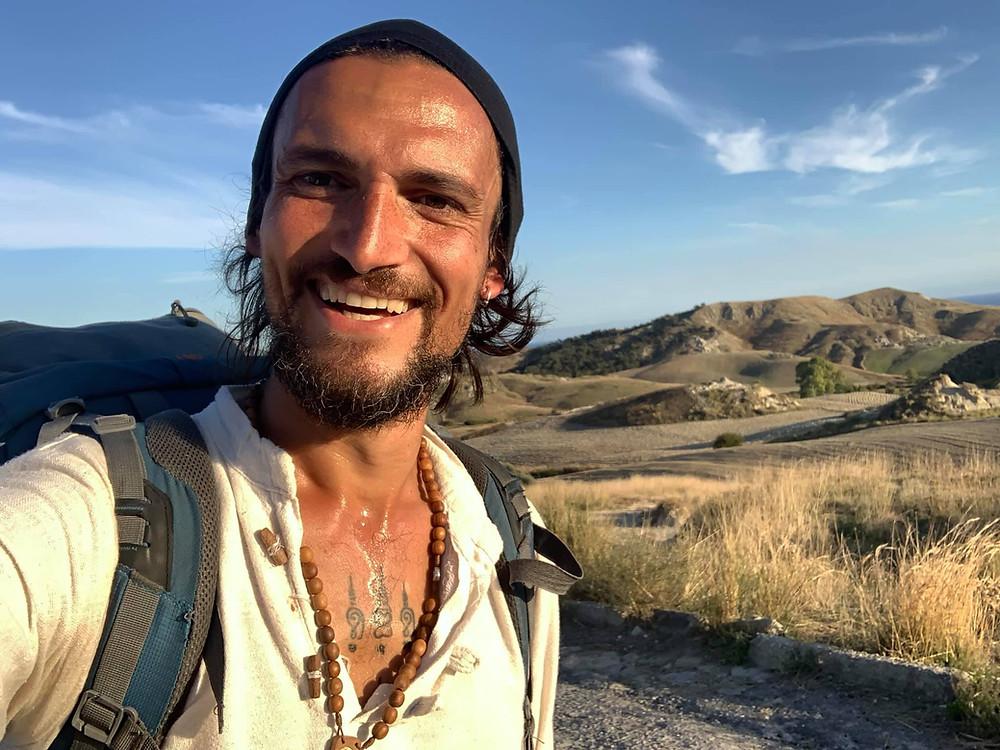 Stefano Lotumolo durante il suo cammino verso Riace