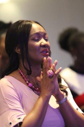 2017-08-27 Pastor Nike in prayer