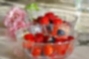 salade de pêches aux fruits rouges