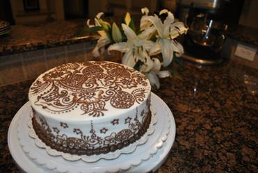 Cake decoration (henna style frosting)