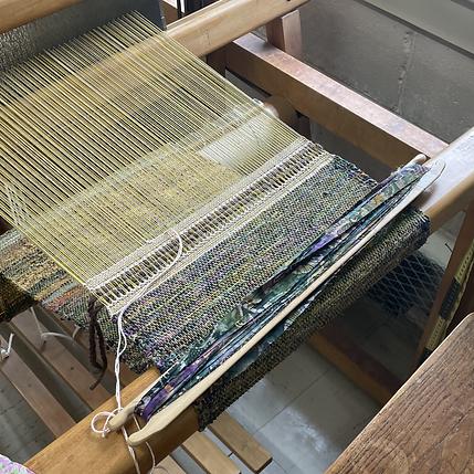Rag weaving on the loom
