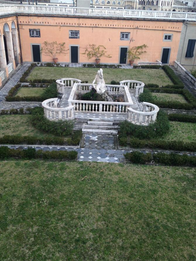 La Fontana del Tritone, e lo splendido Giardino