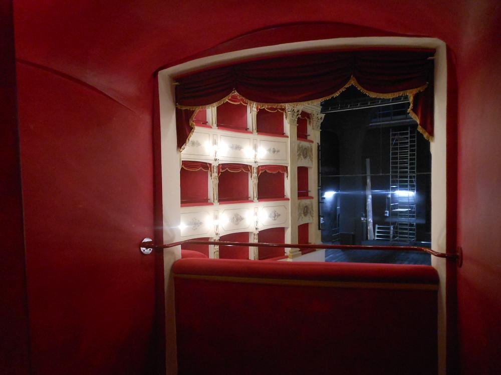 Restaurare un Teatro.