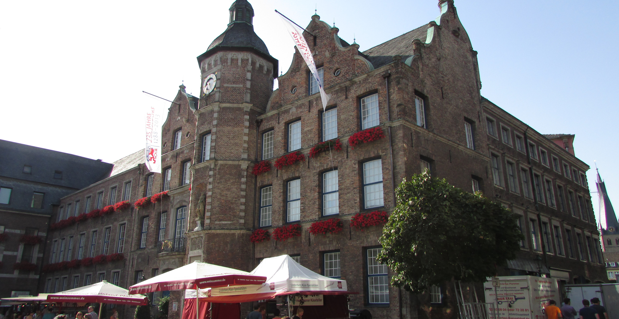 בית העירייה במרכז העיר העתיקה בדיסלדורף