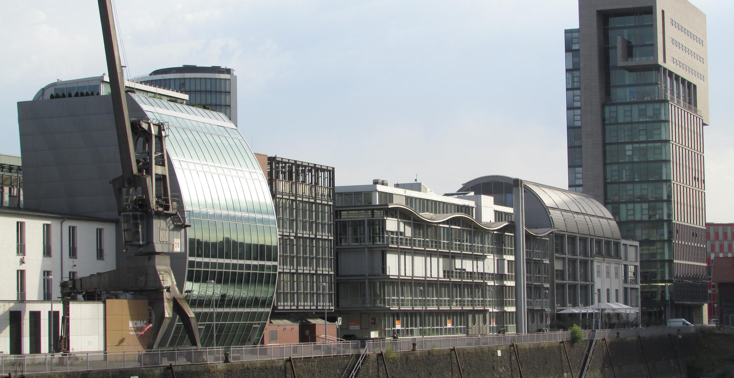 מדוגמאות האדריכלות החדשנית ב-MedienHafen בדיסלדורף