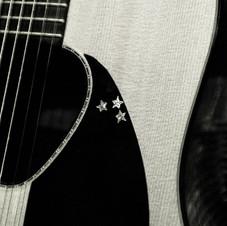 Storica chitarra di Edoardo: una Raspagni del 1976 - Foto Mariacristina Di Giuseppe