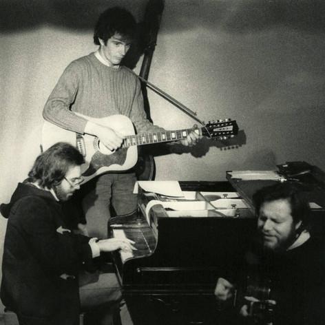 Edoardo, Francesco De Gregori e Antonello Venditti al Folkstudio 1971 - Foto Peppe D'Arvia
