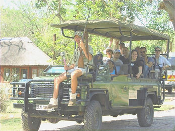 Guide%2520and%2520guests_edited_edited.j