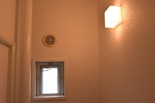 トイレ窓2.JPG